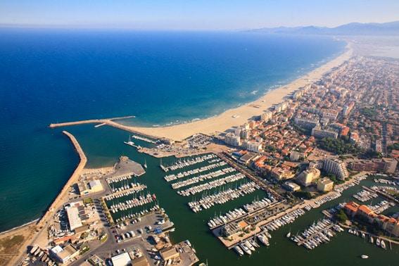 Le port de Canet en Roussillon et sa longue plage de sable fin