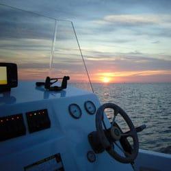 Pêche sportive en mer au lever du jour